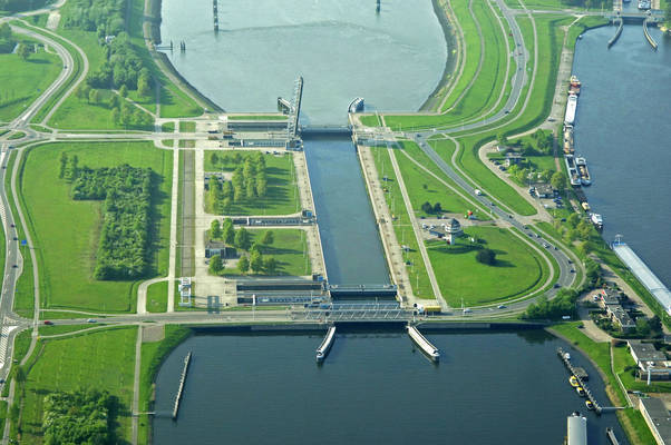Terneuzen West Lock