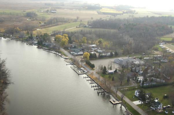Huck Finn's Orihula Resort