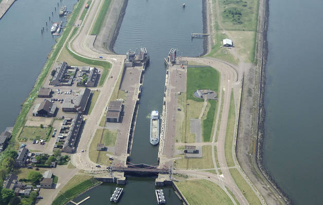 Ijmuiden North Sea Canal South Lock