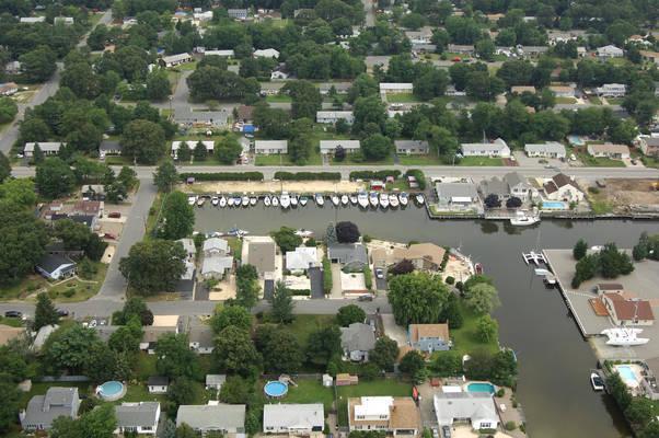 Swan's Marina