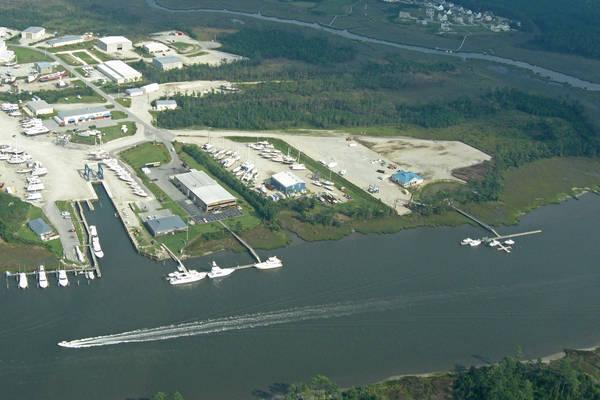Beaufort Marine Center, A full service boatyard