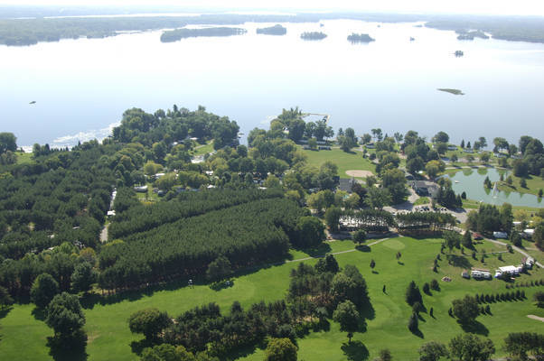 Six Foot Bay Resort