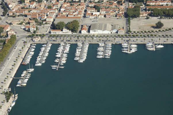 Quai De La Liberation Road Marina