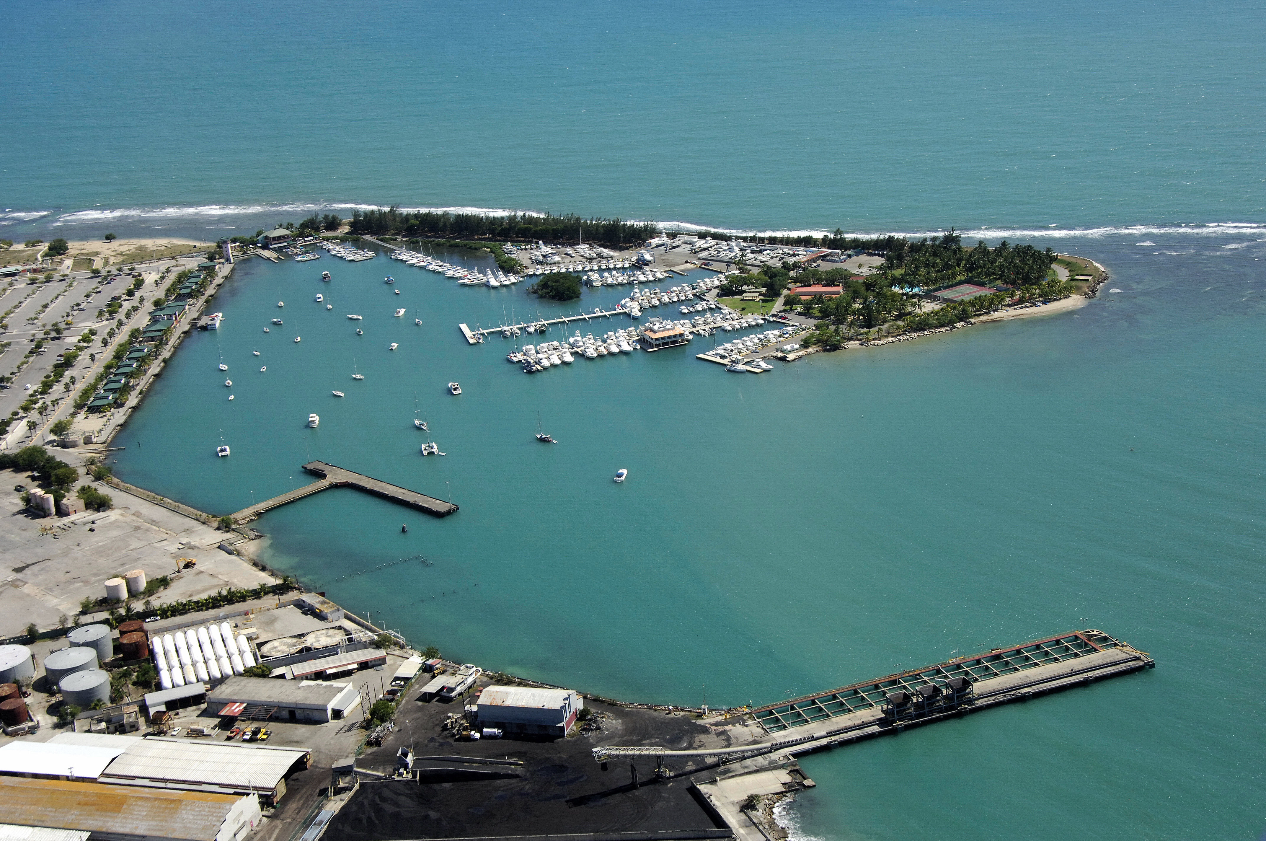Ponce yacht and fishing club in ponce puerto rico puerto for Puerto rico fishing