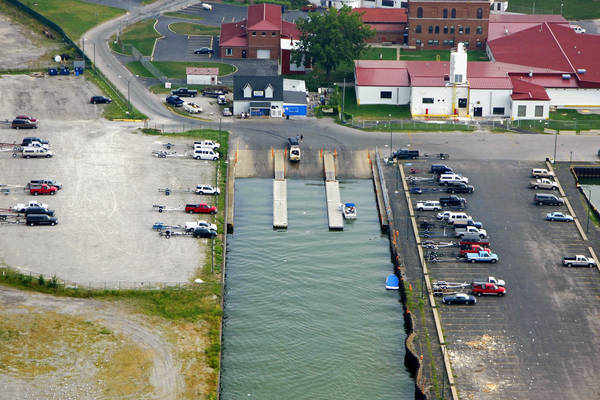 Lorain Municipal Pier (Hot Waters)