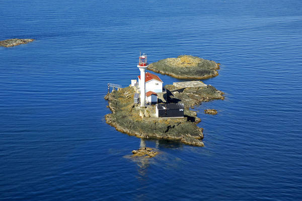 Sisters Islets Light
