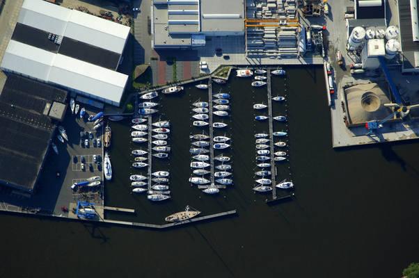 Lemsterland Marina