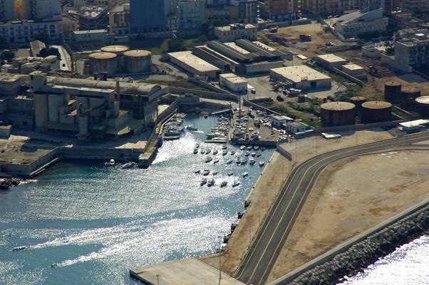 Curatori Cove Marina