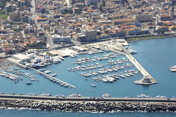 Porto dell'Etna Marina di Riposto