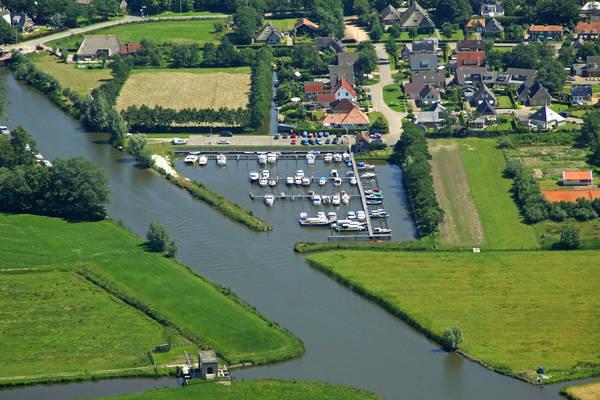 Oans Swemmer Yacht Harbour