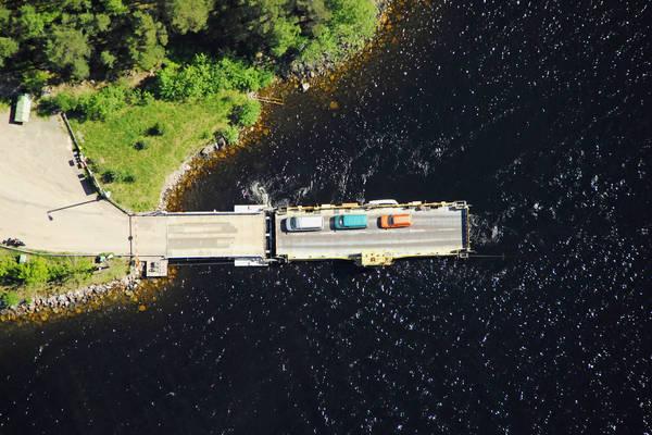 Karhusalmi Ristiniem Ferry