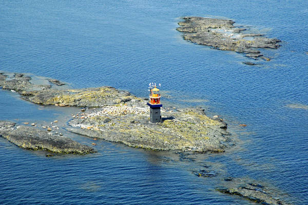 Tiiskeri Lighthouse