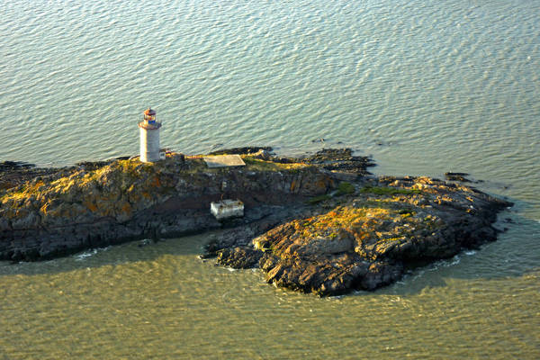 Le Pilier Lighthouse