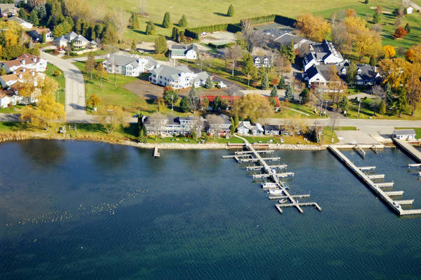 Snug Harbor Inn Cottages & Marina