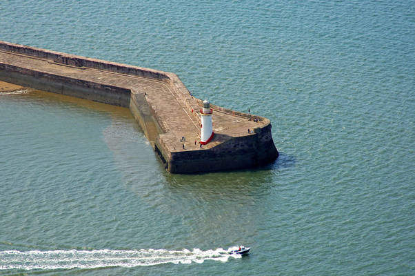 Whitehaven West Pier Light