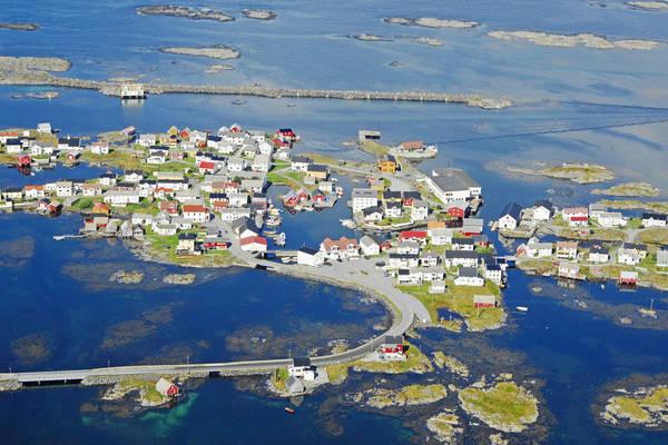 Veiholmen Vaeret Harbour