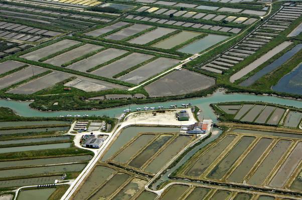 Canal De La Seudre Marina
