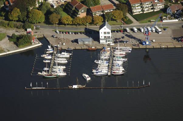 Am Hafen Road Marina
