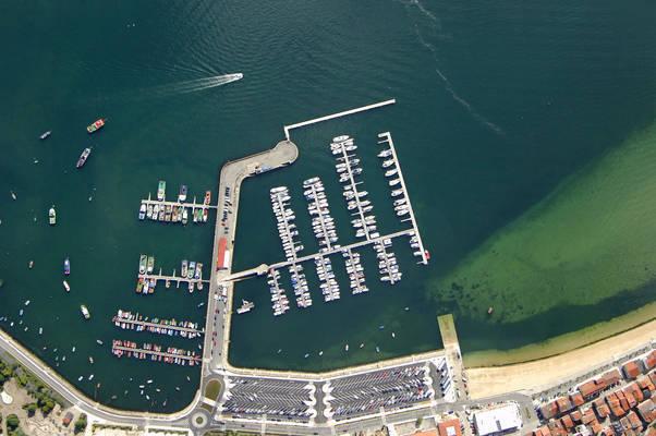 A Pobra Do Caraminal Marina