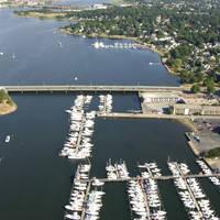 Seaport Inn & Marina