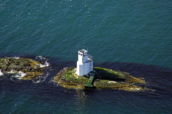Na Cuiltean Lighthouse