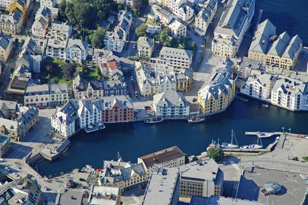 Alesund Brosundet Marina