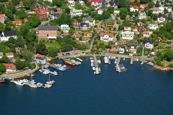 Tullbacken Road Marina