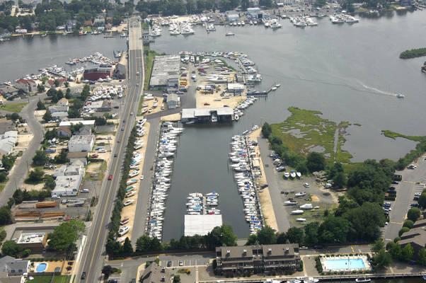 Arnold's Yacht Basin