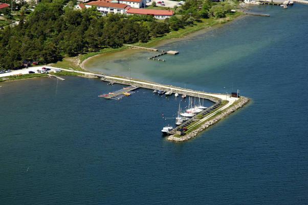 Smaabaatshamnen Road Marina