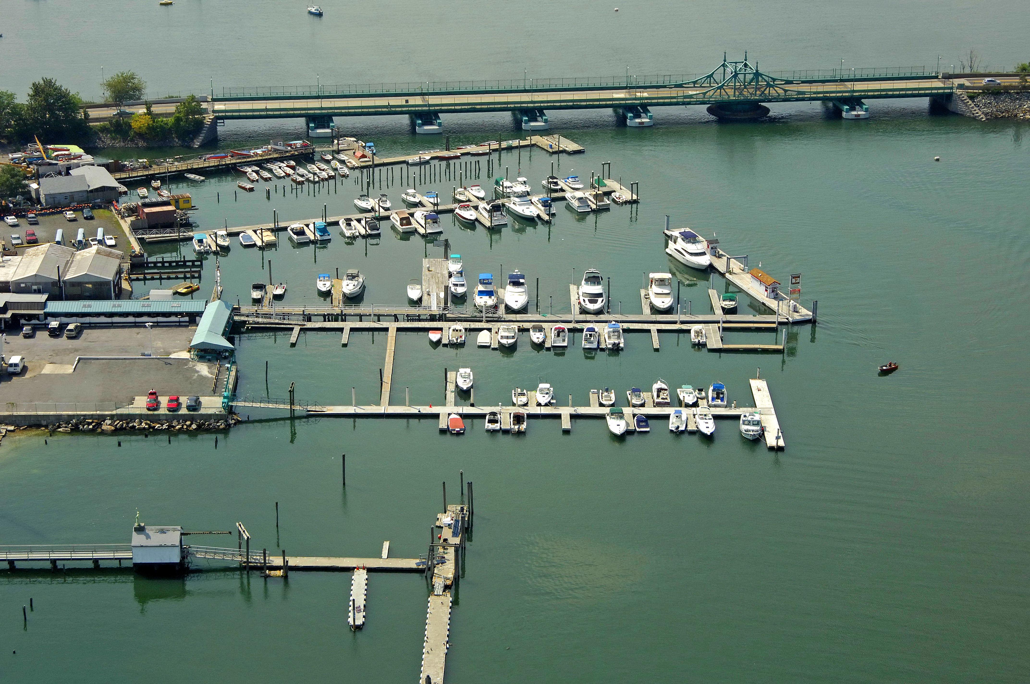 City Island Lobster House Marina in ...