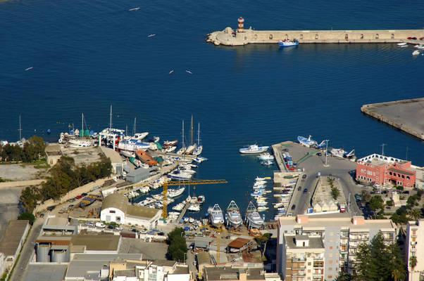 Batterie Cove Marina