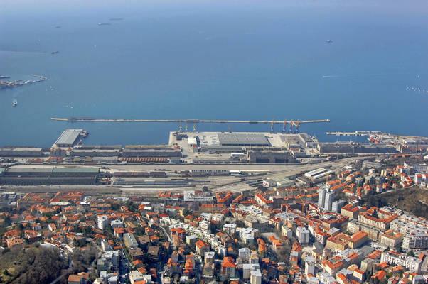 Porto franco vecchio harbor in trieste friuli venezia giuli italy harbor reviews phone - Bagno ferroviario trieste ...