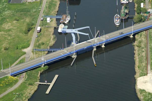 Nauernaarse Zij Canal D Bridge