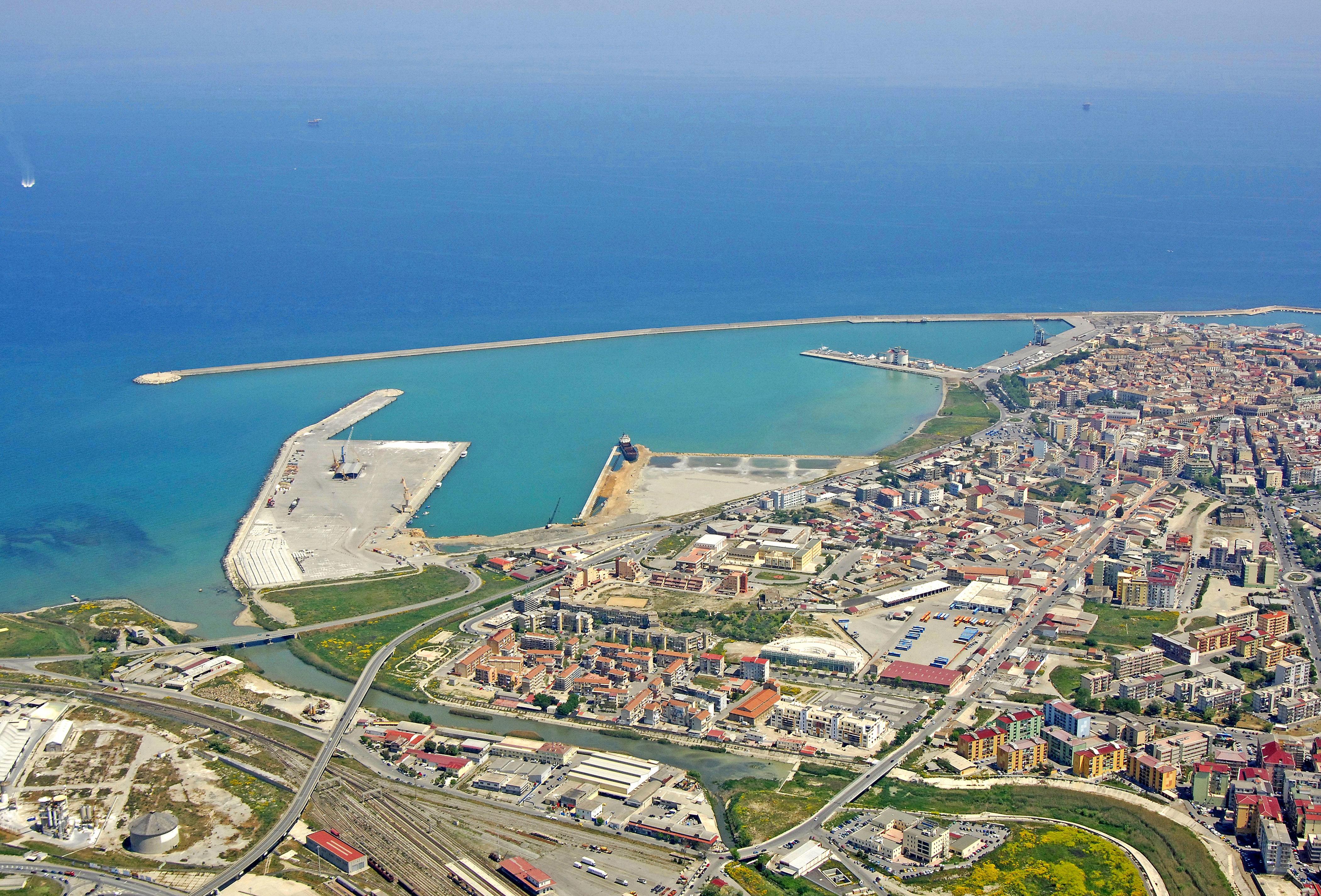 Crotone porto nuovo marina in crotone calabria italy for Arredamenti d autore crotone