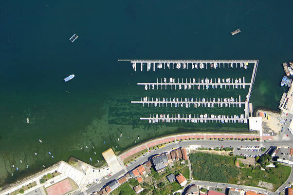 Puerto De Moana Marina