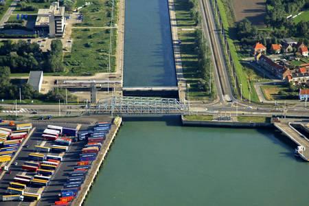 East Kustlaan Bridge