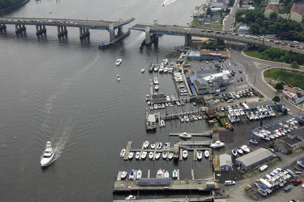 Bahrs Landing Seafood Restaurant & Marina