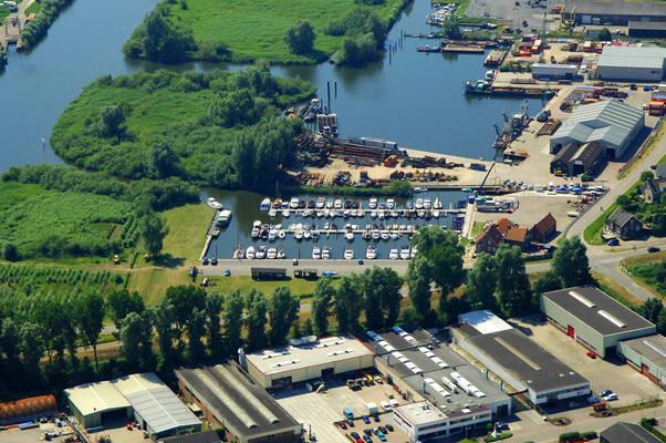 De Steur Yacht Harbour