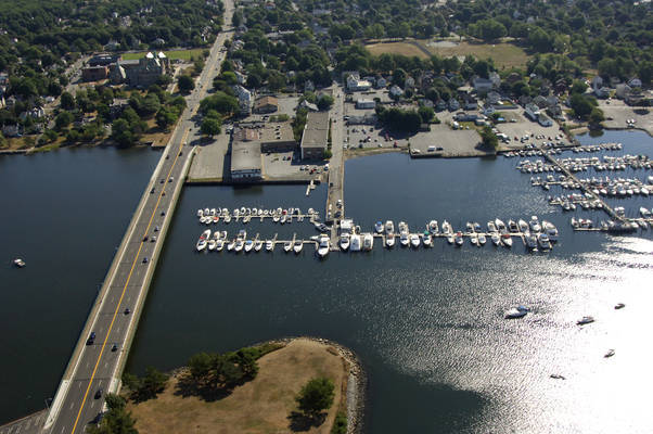 Seaport Inn & Marina