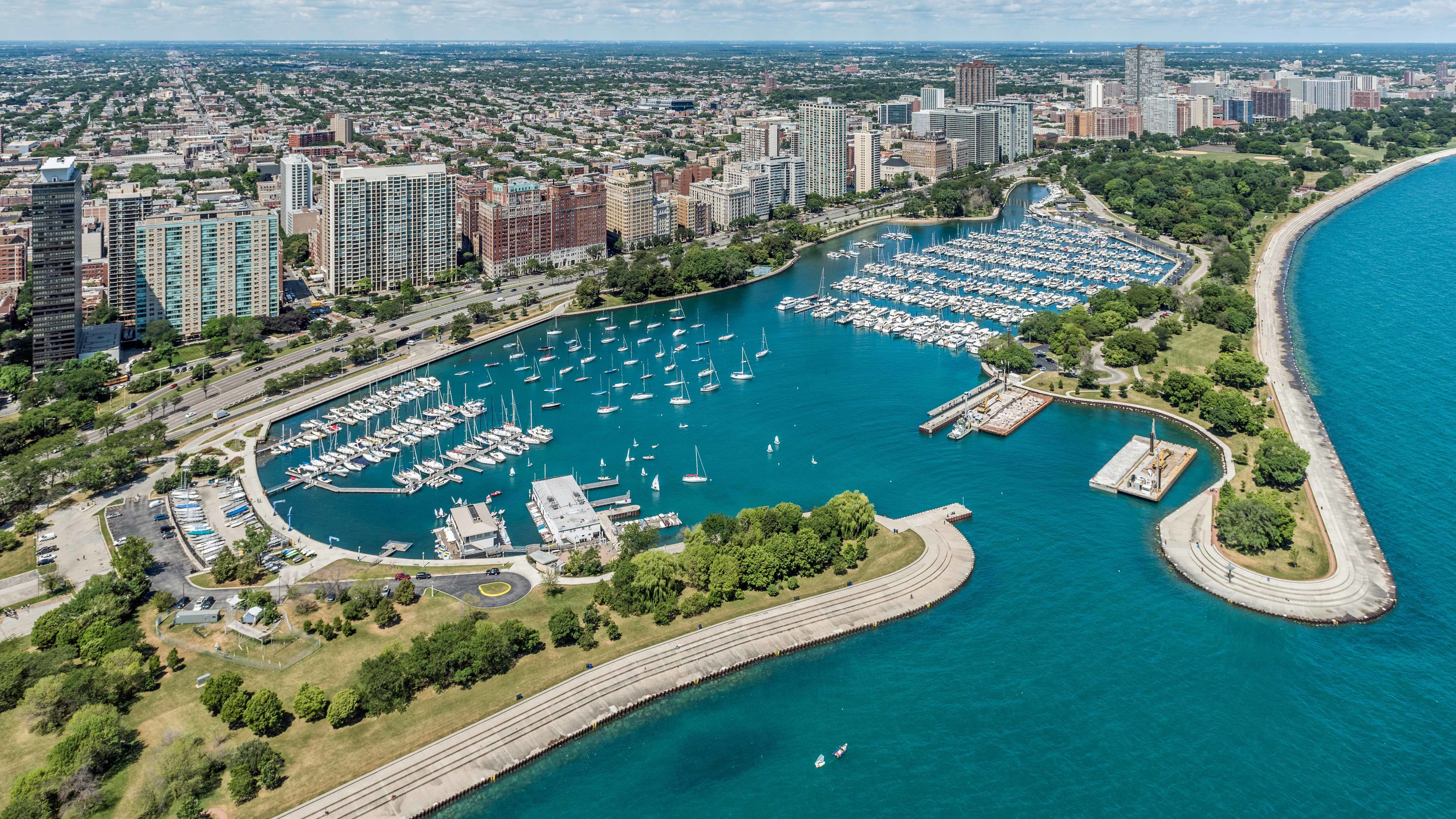 Belmont harbor the chicago harbors in chicago il united - 4 bedroom apartments lakeview chicago ...