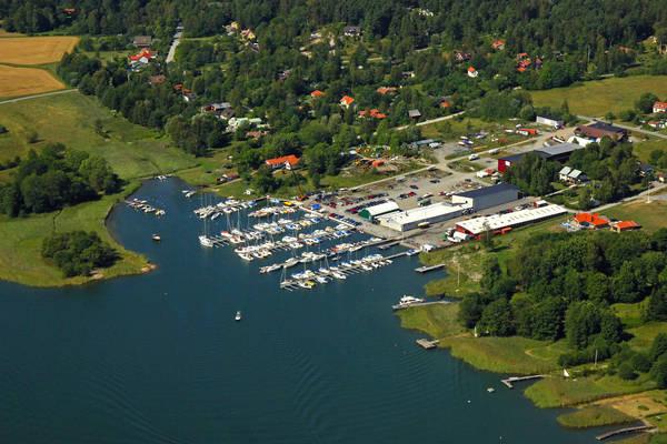 Svartgarnsviken Road Marina