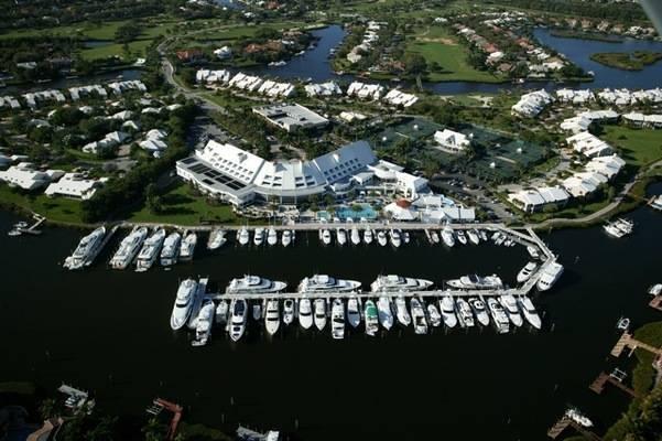 Admiral's Cove Marina