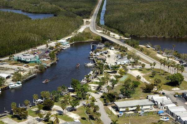 Everglades Isle Luxury Motor Coach Retreat & Marina