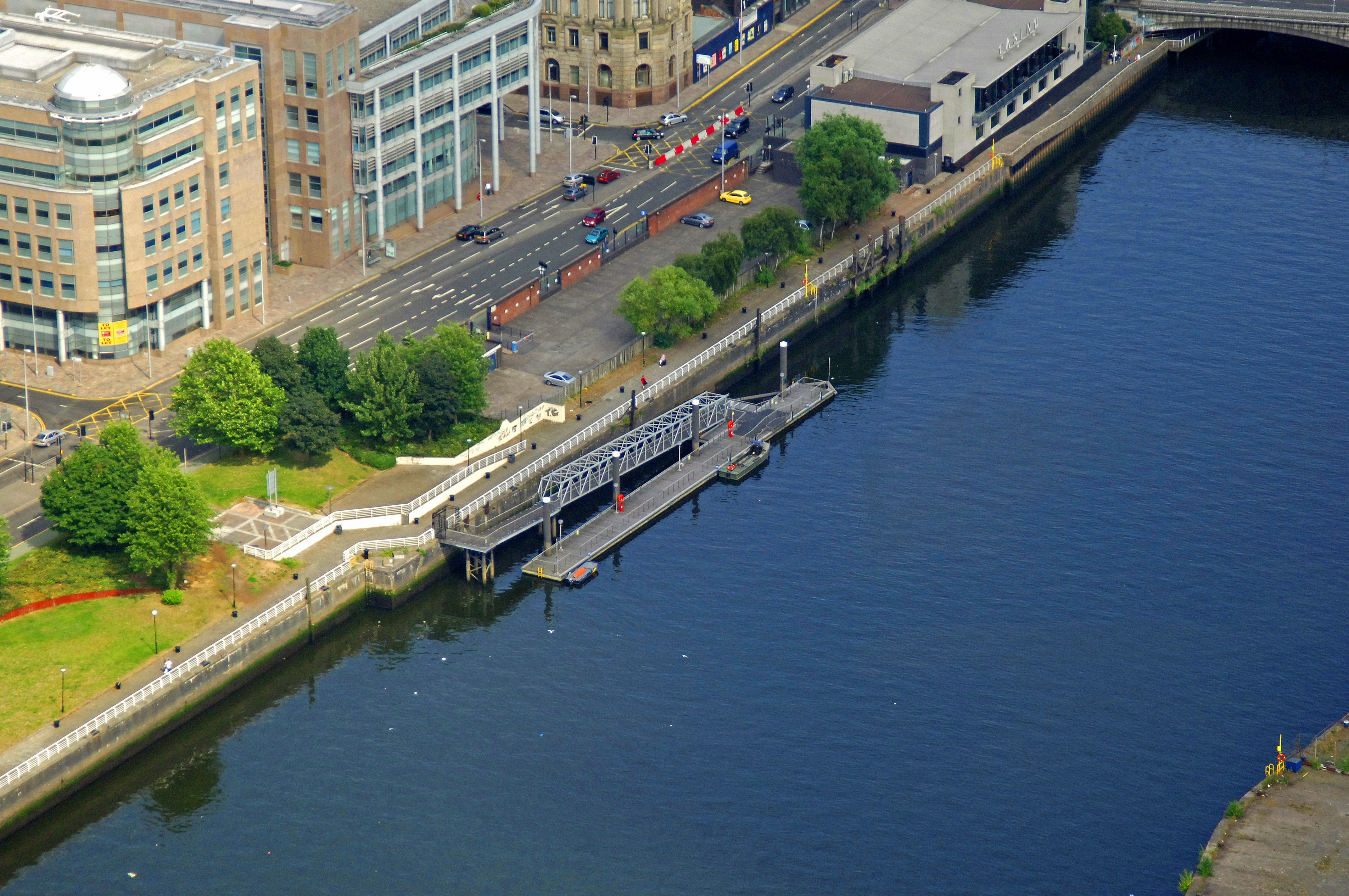 river clyde broomielaw pontoon ferry in glasgow  sc