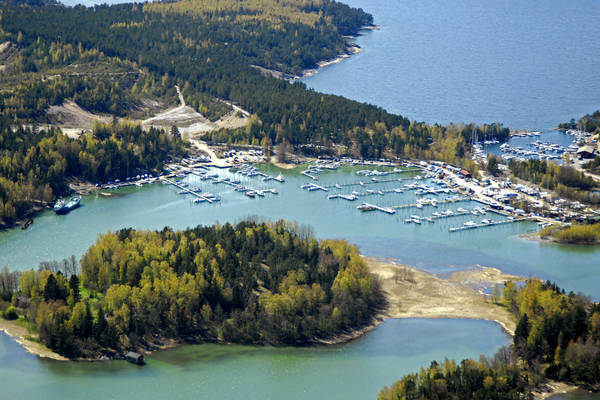 Stormaeloe East Marina