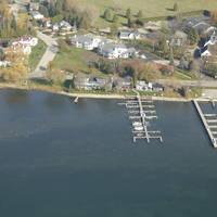 Snug Harbor Inn Cottages & Marina