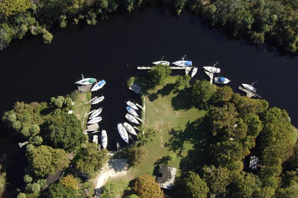 Riverside Marina & Cottages