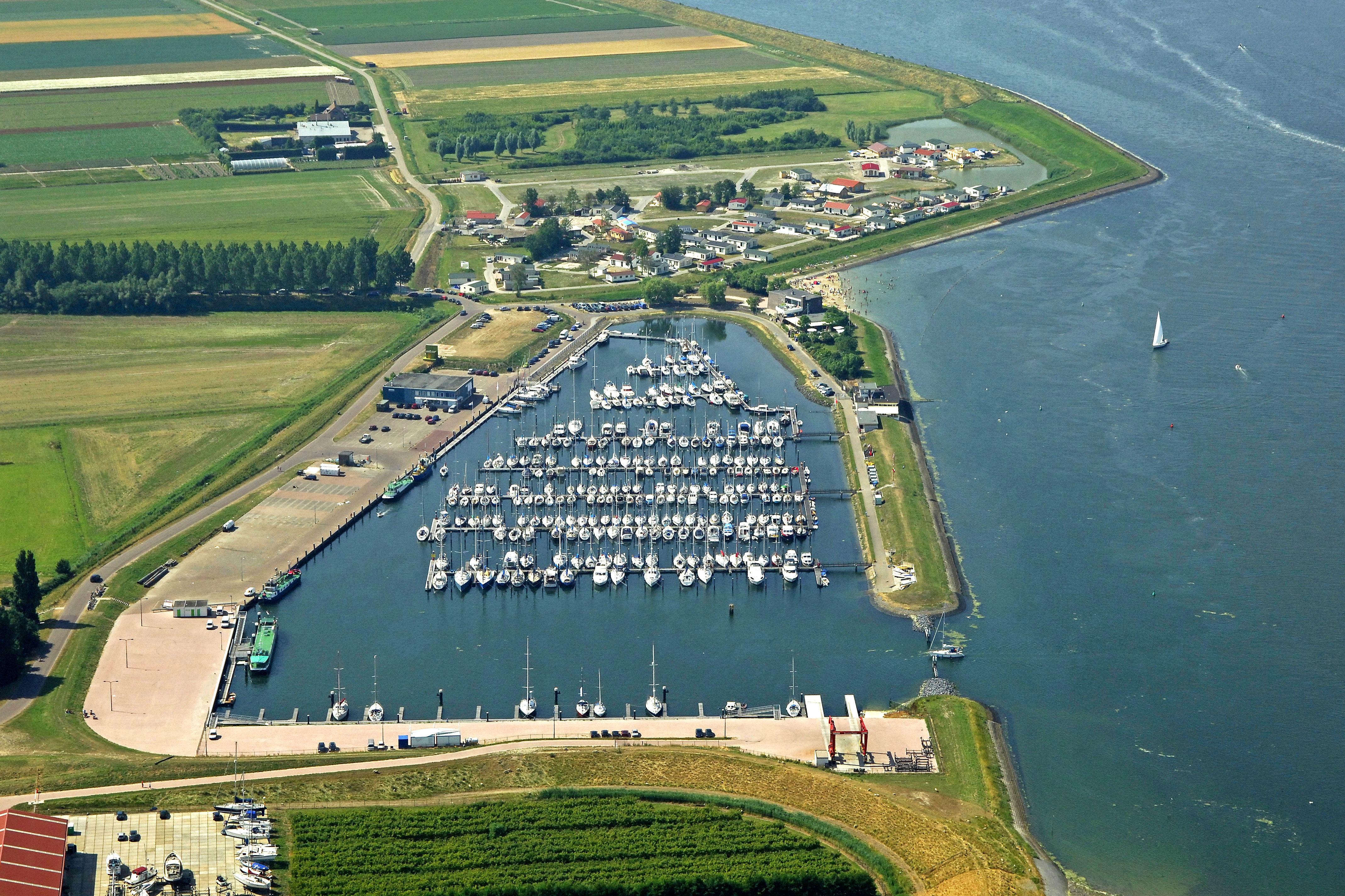 Zeeland Holland Karte.Sint Annaland Yacht Harbour In Sint Annaland Zeeland