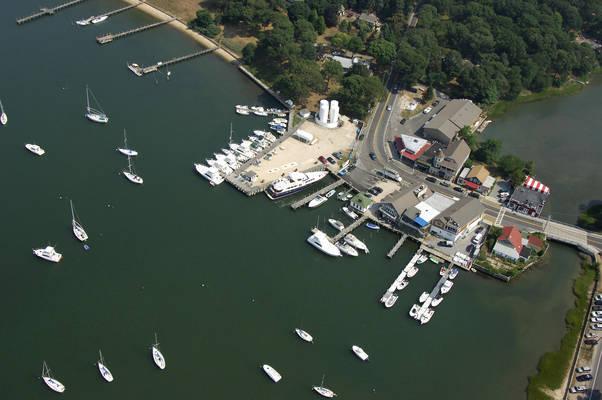 Piccozzis Dering Harbor Marina