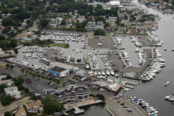MarineMax Long Island and Lindenhurst Marina